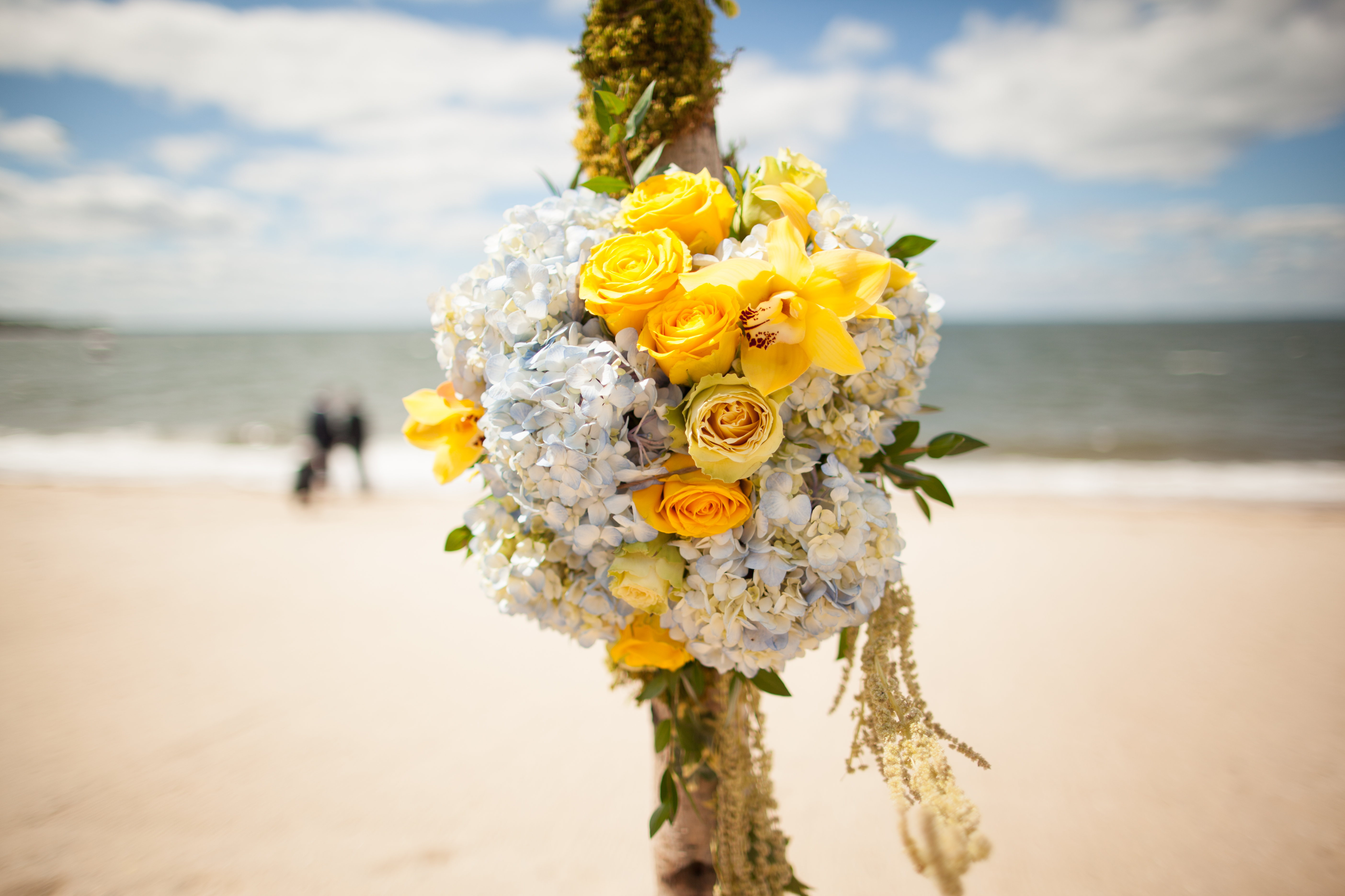 art-of-perfection-event-design-luxury-destination-wedding-planner-italy-yellow-white-flower